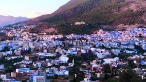 Vista di Medina blu famoso di vecchia città Chefchaouen, Marocco, Africa stock footage