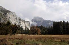 Vista di mezza cupola a Yosemite NP Fotografia Stock