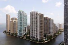 Vista di Miami verso il tasto di Brickell immagini stock