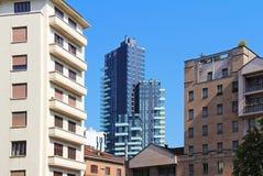 Vista di Milano con il grattacielo d'abbronzatura di Torre L'Italia Fotografia Stock