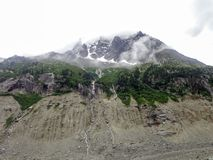 Vista di Montenvers dalla caverna di ghiaccio sul mare del ghiacciaio del ghiaccio Immagine Stock