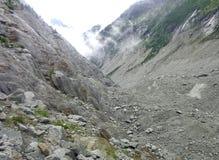 Vista di Montenvers dalla caverna di ghiaccio sul mare del ghiacciaio del ghiaccio Immagini Stock