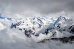 Vista di Monterosa in alpi, attraverso le nuvole Fotografia Stock
