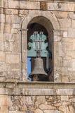 Vista di monumento storico in rovine, convento della st Joao di Tarouca, dettaglio della campana sul convento di cister immagini stock