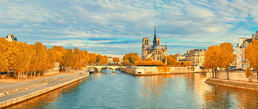 Vista di Notre Dame de Paris e della Senna in autunno Fotografia Stock Libera da Diritti