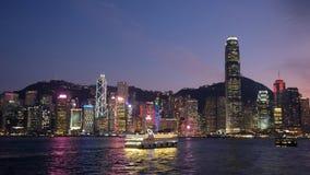 Vista di notte al porto di Victoria, Hong Kong immagini stock