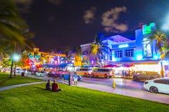 Vista di notte all'azionamento dell'oceano a Miami del sud Fotografie Stock Libere da Diritti