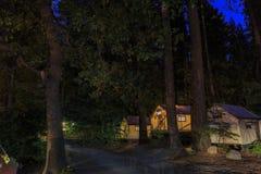 Vista di notte di bello mezzo villaggio della cupola Immagine Stock Libera da Diritti