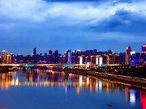 Vista di notte di Chongqing dal fiume fotografia stock libera da diritti