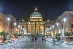 Vista di notte di Città del Vaticano fotografie stock libere da diritti