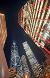 Vista di notte dei grattacieli Immagini Stock