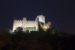 Vista di notte del castello di Almourol Fotografie Stock