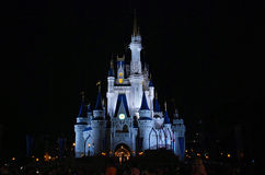 Vista di notte del castello di Cenerentola Disney Fotografia Stock Libera da Diritti