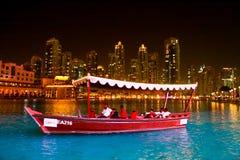 Vista di notte del centro commerciale del Dubai Immagini Stock Libere da Diritti