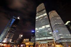 Vista di notte del centro finanziario di Schang-Hai, Cina Immagini Stock