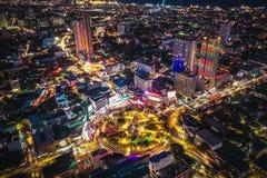 Vista di notte del cerchio Cebu Filippine di Fuente fotografia stock libera da diritti