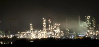 Vista di notte del complesso industriale Fotografie Stock Libere da Diritti