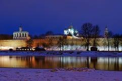 Vista di notte del Cremlino di Veliky Novgorod, Russia Fotografie Stock