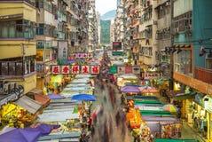 Vista di notte del Fa Yuen Street Market a Hong Kong fotografia stock