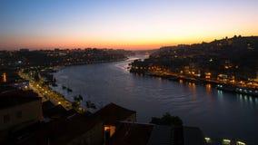 Vista di notte del fiume del Duero e di Ribeira, Oporto Fotografie Stock Libere da Diritti