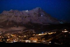 Vista di notte del fronte del nord di Eiger, alpi, Svizzera Fotografia Stock