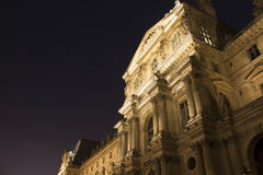 Vista di notte del museo del Louvre Fotografie Stock