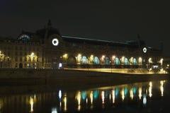 Vista di notte del museo di Orsay, Parigi Fotografie Stock