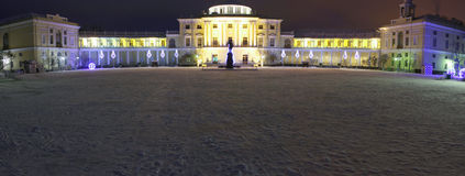 Vista di notte del palazzo di Pavlovsk all'inverno 2014 immagine stock