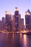 Vista di notte del porticciolo del Dubai Fotografie Stock