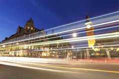 Vista di notte del quadrato del Parlamento di Londra, grande Ben Present Fotografia Stock