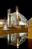 Vista di notte del quadrato principale di Trujillo (Spagna) fotografie stock libere da diritti