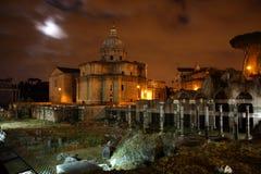 Vista di notte del romano di Foro Fotografia Stock Libera da Diritti