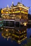 Vista di notte del tempiale del dio della città a Schang-Hai Immagini Stock