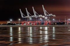 Vista di notte del terminale di contenitore Fotografia Stock