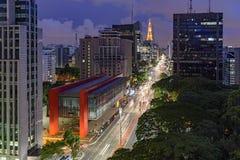 Vista di notte del viale famoso di Paulista Fotografie Stock Libere da Diritti