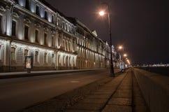 Vista di notte dell'argine 1 del palazzo Fotografia Stock
