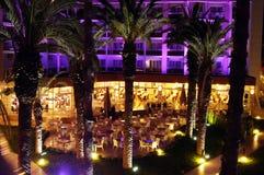 Vista di notte dell'hotel lussuoso della stazione termale Fotografia Stock