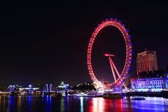 Vista di notte dell'occhio di Londra Immagini Stock