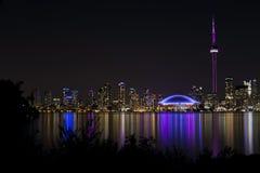 Vista di notte dell'orizzonte di Toronto Immagini Stock