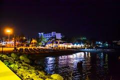 Vista di notte della baia con le navi Ayia Napa cyprus Fotografia Stock Libera da Diritti