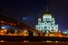 Vista di notte della cattedrale di Cristo il salvatore a Mosca Fotografie Stock