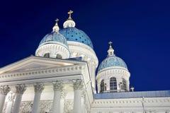 Vista di notte della cattedrale di Troitsky Fotografia Stock