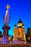 Vista di notte della cattedrale ortodossa da Cluj Napoca Immagine Stock