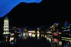 Vista di notte della città antica di FengHuang Immagine Stock Libera da Diritti