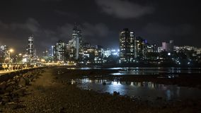 Vista di notte della città dal dargah di Hajiali in Mumbai Fotografia Stock Libera da Diritti