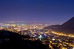 Vista di notte della città di Brasov Fotografie Stock Libere da Diritti
