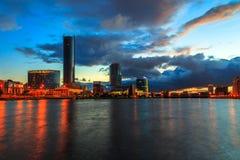 Vista di notte della città di sera con il fiume Ural Ekaterinburg Fotografia Stock Libera da Diritti