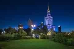 Vista di notte della città di Varsavia del centro Fotografia Stock