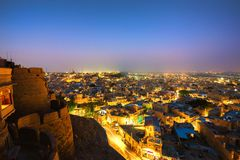 Vista di notte della città dorata di Jaisalmer, Rajastan, India fotografie stock