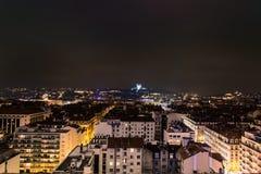 Vista di notte della città a Lione, Francia Fotografia Stock